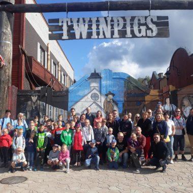 Parafialny wyjazd dzieci do Parku Rozrywki Twinpigs