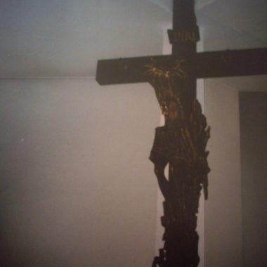 Nowy Krzyż w prezbiterium
