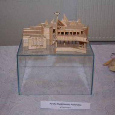 Wystawa domków z zapałek