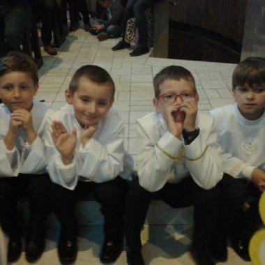 Dzieciaki w katedrze